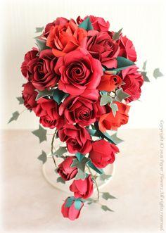 前田京子のペーパーフラワーのキャスケードブーケ Crepe Paper Flowers Tutorial, How To Make Paper Flowers, Paper Flowers Craft, Paper Roses, Flower Crafts, Paper Crafts, Paper Bouquet Diy, Origami Bouquet, Origami Flowers