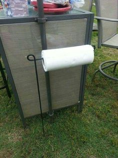 Use a Garden FLAG HOLDER to hold your PAPER TOWELS when you are Camping....what a great idea! #rvyard #cooloutdoorideas