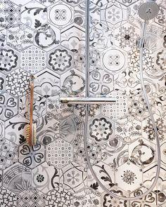 Creative Tiling Ideas To Steal From 2018 Tile Trends Porcelain Hexagon Tile, Hexagon Tiles, New Bathroom Ideas, Ideal House, Scandinavian Bathroom, Tiling, Future House, Bathrooms, House Ideas