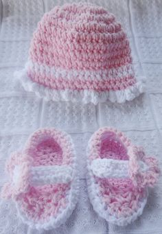Pink Baby Girl Set Beanie& Shoes baby shower by IleDorStyles
