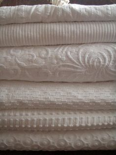 Beds of coverlets and throws