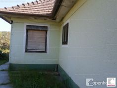 Eladó Szőlősgyörökön, Balatonboglártól 8 km-re, 3 szobás lakóház.Teraszról nappaliba lépünk, onnét nyílik a 3 hálószoba és egy kamra....