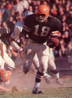 An Image Gallery of NFL Running Back Paul Robinson who played for the Cincinnati Bengals and Houston Oilers from 1968 to Football Photos, Football Memes, School Football, Nfl Football, Sports Photos, Football Players, World Football League, American Football League, Paul Robinson