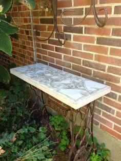 Fru Pedersens have: Ny betonbordplade til symaskinebordet.