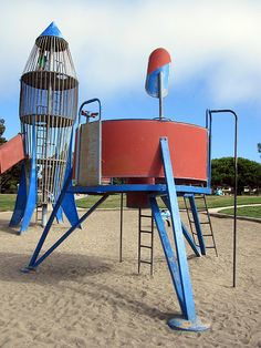 Vintage playground Rocketship Park: Lunar Lander  http://www.leftylimbo.com/2012/01/the-rocket-slide-lives/  Picture by: Lefty Limbo