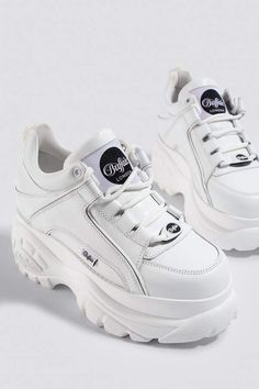 The 1339 Sneaker by Buffalo features a large, chunky rubber sole, rounded toe, Buffalo London logo on the shoe tongue, and lace up design. Pretty Shoes, Beautiful Shoes, White Shoes, White Sneakers, Sneakers Fashion, Fashion Shoes, Buffalo Shoes, Dr Shoes, Kawaii Shoes