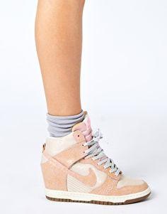 Vergrößern Nike – Dunk Sky High – Knöchelhohe, rosa Turnschuhe mit Keilabsatz