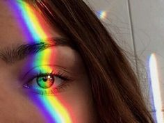 This photo shows the element of color. The rainbow prism of light shows the colors really making the picture attractive to the visual eye. Mc Escher, Wallpapper Iphone, Rainbow Photography, Passion Photography, Rainbow Light, Rainbow Prism, Rainbow Aesthetic, Tumblr Girls, Aesthetic Pictures