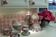 Penny's Vintage Home: Christmas Kitchen Ooh pink! Christmas Kitchen, Pink Christmas, Christmas Themes, Christmas Decorations, Paint Cabinets White, Cabin Chic, Happy Birthday Jesus, Shabby Chic Homes, Vintage Holiday