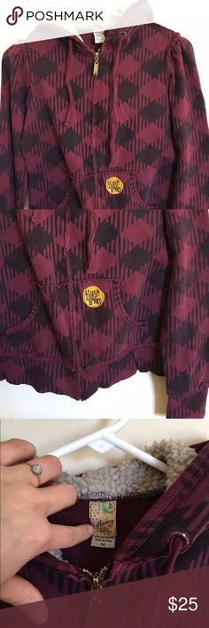 Billabong zippered hooded sweater Gently worn. Very comfortable. Reasonable offers accepted. NO TRADES. Billabong Tops Sweatshirts & Hoodies
