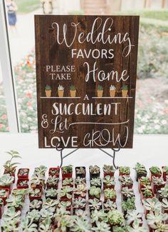 Let Love Grow signo + Tomar una planta suculenta + + decoración de la boda favor de la boda Signo + granja boda + Bar