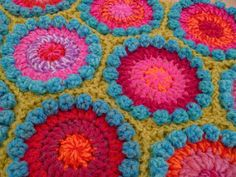 Suz Place: Just a bag of Crochet Flowers l found