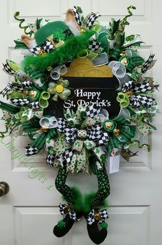 Patrick's Day,Pot of Gold Wreath,Luck of the Irish Wreath,St. Patrick's Day Decor by on Etsy Gold Wreath, Diy Wreath, Wreath Ideas, Holiday Wreaths, Holiday Crafts, Mesh Wreaths, Holiday Fun, Holiday Ideas, St Paddys Day