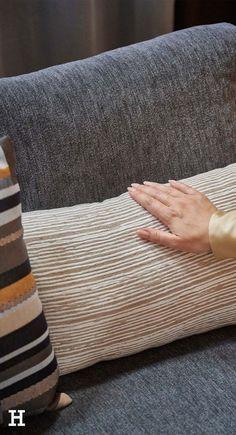 Wir zeigen euch in diesem Shop the Look, wie ihr Dunkles gekonnt in Szene setzt.   Höffner Interior Design Home neue Wohnung modern einrichten Vasen Kerzen Tipps Einrichtung Deko Ideen Wohnzimmer einrichten Trends Wohnideen Wohntrends Interiortrends 2021 Zuhause Haus Shops, Modern, Bags, Shopping, Design, Fashion, Decorating Ideas, Ad Home, Handbags