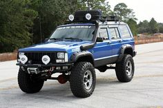 Excellent example of a Jeep Cherokee! Not one of those wedgie things that Fiat calls a Cherokee! Jeep Cherokee Xj, Cherokee Sport, Jeep Cars, Jeep 4x4, Jeep Truck, Pickup Trucks, Jeep Xj Mods, Cool Jeeps, Fender Flares