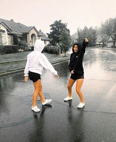 ✰ dancing in the rain - Sport interests Bff Goals, Friend Goals, Best Friends Shoot, Cute Friends, Photoshoot Ideas For Best Friends, Rachel Friends, Photos Bff, Friend Photos, Bff Pics