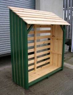 You want to build a outdoor firewood rack? Here is a some firewood storage and creative firewood rack ideas for outdoors. Lots of great building tutorials and DIY-friendly inspirations! Outdoor Firewood Rack, Firewood Shed, Firewood Storage, Backyard Storage, Garden Tool Storage, Outdoor Storage, Log Shed, Bike Shed, Log Store