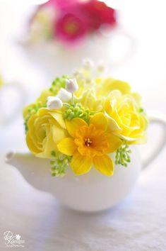 Floral Arrangement - Mini Teapots filled with hyacinth, ranunculus, roses & daffodils / DK Designs Spring Flower Arrangements, Spring Flowers, Floral Arrangements, Spring Blooms, Flowers Garden, Deco Floral, Arte Floral, Ikebana, Yellow Flowers