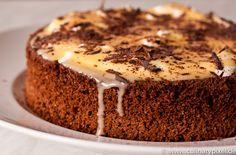 Eierlikörtorte - egg liqueur cake  http://www.culinarypixel.de/eierlikoertorte-mit-schoklade-sahne/