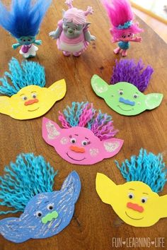 Make adorable and silly Tolls inspired by the cute Disney movie! Easy craft for … Make adorable and silly Tolls inspired by the cute Disney movie! Easy craft for preschoolers and kindergartners! – Disney Crafts Id Daycare Crafts, Preschool Crafts, Fun Crafts, Movie Crafts, Holiday Crafts, Paper Bag Crafts, Paper Toys, Trolls Birthday Party, Troll Party