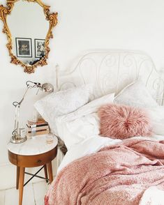 Dreamy pink, white and gold bedroom decor Home Living, Apartment Living, French Apartment, Apartment Ideas, My New Room, My Room, Deco Rose, Diy Home Decor Rustic, Dream Bedroom