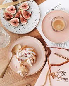 Healthy snacks for dogs on a diet menu food prices Flat Lay Fotografie, Photo Food, Good Food, Yummy Food, Snacks, Aesthetic Food, Pink Aesthetic, Food Styling, Eat Cake