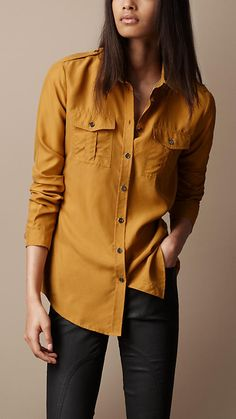Burberry Silk Utility Shirt - PERFECT for morning drop offs! Cold Weather Outfits, Winter Outfits, Casual Outfits, Fashion Outfits, Winter Clothes, Ralph Lauren, Funky Fashion, Fashion Essentials, Casual Street Style