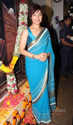 Sunidhi Chauhan was pretty in a blue sari with a metallic border at the Dadasaheb Phalke Awards. #Style #Bollywood #Fashion #Beauty