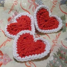 HeloiseV: Free Crochet Heart Pattern in three sizes. This is the largest heart, it has 3 rounds.
