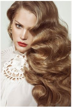 Old Hollywood Style big hair! I absolutely love big hair. Vintage Hairstyles, Pretty Hairstyles, Hairstyles 2016, Wedding Hairstyles, Formal Hairstyles, Big Waves Hairstyle, Great Gatsby Hairstyles, Hairstyle Pics, Wave Hairstyles