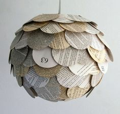 Artichoke lamp from recycled books Diy Luminaire, Hanging Paper Lanterns, Paper Chandelier, Diy Hanging, Patio Lanterns, Diy And Crafts, Paper Crafts, Diy Paper, Recycle Paper