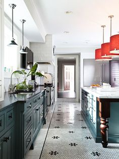 New Kitchen Flooring Trends: kitchen Flooring Ideas for the Perfect Kitchen. Get inspired with these kitchen trends and learn whether or not they're here to stay. Green Kitchen, Kitchen Colors, New Kitchen, Kitchen Design, Awesome Kitchen, Gold Kitchen, 1970s Kitchen, Compact Kitchen, Kitchen White
