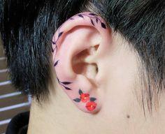 A tendência de tatuagens na orelha está conquistando o instagram