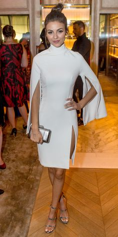 Victoria Justicen in a LWD that had caped sleeves and a sexy thigh-high slit. She rounded out her look with a gunmetal box clutch and printed strappy heels.