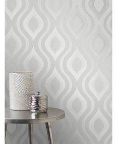 This Quartz Geometric Wallpaper in silver features a retro inspired curved geometric design with a modern twist of glitter and metallic elements. Free UK delivery available