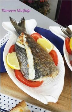 Gefüllte Dorade - seafood recipes for dinner Fish And Meat, Fish And Seafood, Fish Dishes, Seafood Dishes, Turkish Recipes, Italian Recipes, French Recipes, Fish Recipes, Seafood Recipes