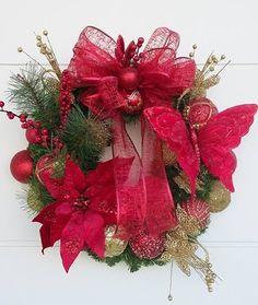 Receba o Papai Noel com esta Belíssima Guirlanda    Nosso jeitinho de decorar e combinar as cores em casa neste Natal, são consideradas símbolo de boas vindas, só depende da cor que você escolher.   Deixe a alegria das cores do Natal entrar na sua casa!
