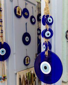 large evil eye wall hanging - Evil eye wall hanging - nazar boncuk - evil eye wall decor - nazar bead - large evil eye macrame wall hanging #homedecor #macrame #evileyewallhang #bluewalldecor #evileyewalldecor #nazarboncuk #turkishevileye #evileyebead #evileyedecor #homedecoration #wallhanging #nazarbead #largeevileye Mykonos, Blue Wall Decor, Evil Eye Jewelry, Hamsa Hand, Blue Walls, Cute Jewelry, Wind Chimes, Turkish Eye, Bubbles