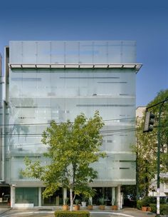 Habita is a modern design hotel in the Polanco district, a fashionable neighborhood in Mexico City with trendy restaurants and shopping. Box Architecture, Glass Curtain Wall, México City, Metal Homes, Top Hotels, Elle Decor, Hotel Reviews, Beautiful Interiors, Wanderlust