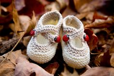 Saartje's booties  -  free Ravelry pattern.  Oh, too cute for words.
