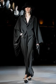 Yohji Yamamoto Ready To Wear Fall Winter 2015 Paris