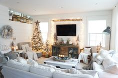 I am so so excited to be teaming up with a wonderful group of bloggers to do a little Christmas home tour! We wanted to jump right in ...