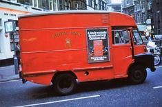 A Royal Mail van, Great Marlborough St:Carnaby St, London 1972 - Flashbak Vintage Vans, Vintage Trucks, Old Trucks, Good Old Times, The Good Old Days, Old Lorries, Air Fighter, London History, Classic Motors