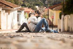 Gilliano & Gabriella, um casal simplesmente apaixonado e contagiante... E nosso mês dos namorados não poderia ter sido melhor: passamos o dia registrando o amor destes dois apaixonados! E o resultado foi mais que um ensaio, mas momentos cheios de emoções e amor, tudo registrado por nossas lentes! Confira abaixo, parte deste E-Session apaixonante!  Mais do nosso trabalho: www.FABIOBUENOFOTOGRAFIA.com