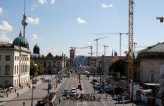 La fédération allemande du bâtiment HDB anticipe une hausse de 3% du chiffre d'affaires en 2016, à 103 milliards d'euros, soit le montant le plus élevé depuis 2000, grâce à une forte croissance de la construction résidentielle et à une progression des dépenses publiques dans le réseau routier./Photo d'archives/REUTERS/Fabrizio Bensch