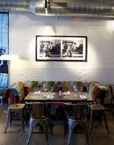 Renoma Café - Restaurant - 2002 - 2011 - Paris 8ème - Ambiance - Décoration - Intérieur - Tableau - Banquette - Canapé - Patchwork - Couleurs - Chaises - Tabourets - Tables - Couverts - Lampe - APR