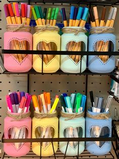 Diy Crafts For Girls, Fun Diy Crafts, Vinyl Crafts, Homemade Crafts, Mason Jar Crafts, Mason Jar Diy, Cricut Craft Room, Creation Deco, Diy Gifts