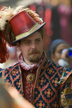 Bristol Faire. Fabulous doublet and that red leather Elizabethan tall hat is so very very lovely. Great men's garb