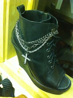 February 12, 2011: Just customised my new stage boots with Rose,pliers ......such useful tools!