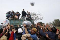 Migrantes protestan en frontera Macedonia-Grecia - http://a.tunx.co/g4FLr